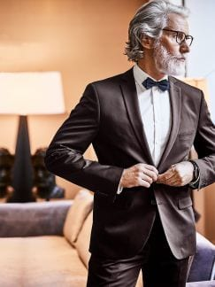 Ebenholz-Anzug