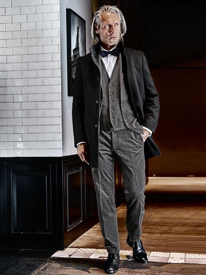 Business Outfit Dramaturgen-Anzug