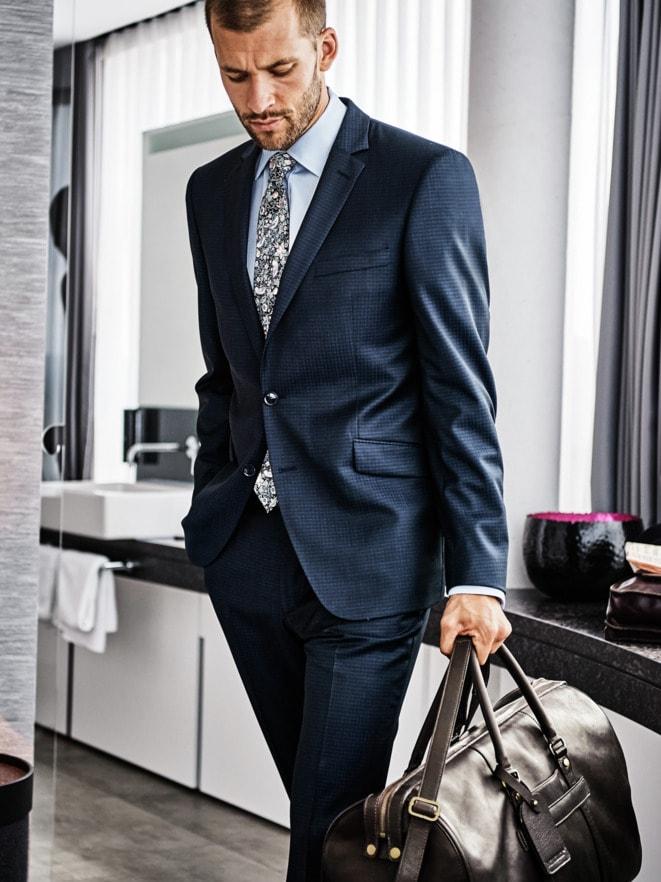 Stilbruch-Anzug-Outfit